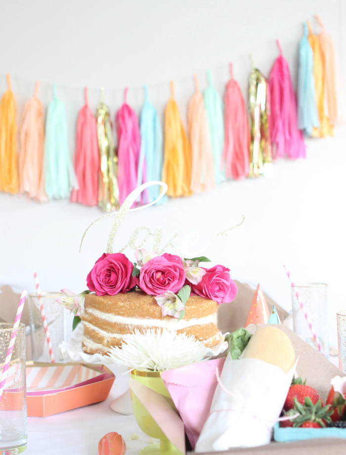 Unique Mother's Day Ideas, like treating your mom to a DIY Mother's Day picnic brunch or lunch.