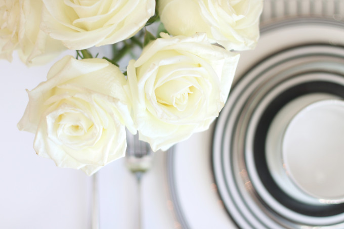 white-roses---bed-bath-beyond---kate-spade-new-york---wedding-registry---glitterinc.com