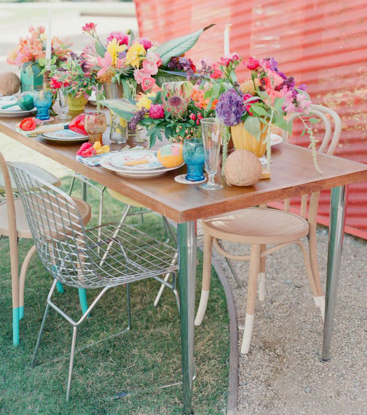 colorful-outdoor-tropicana-tablescape