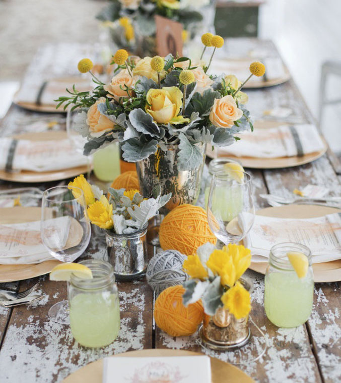 rustic-yellow-beachside-tablescape-lemonade
