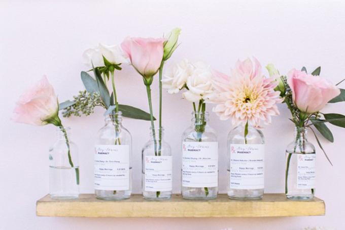 Diy escort cards vintage pharmacy bottles vases glitter for Flowers in glass bottles