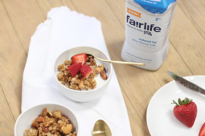 Fairlife---How-to-Make-Classic-Nutty-Granola---glitterinc.com