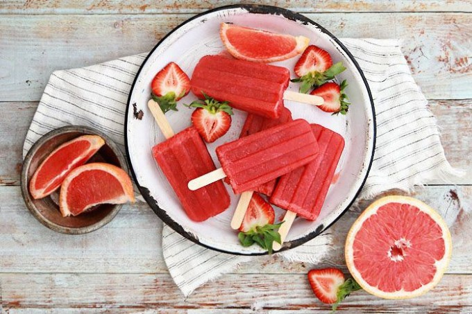 Grapefruit and Strawberry Greyhound Poptails - Summer Popsicles