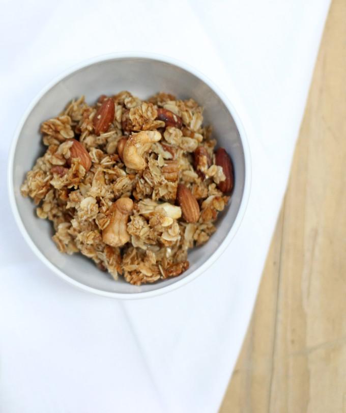 How-to-Make-Classic-Clumpy-Granola---glitterinc.com