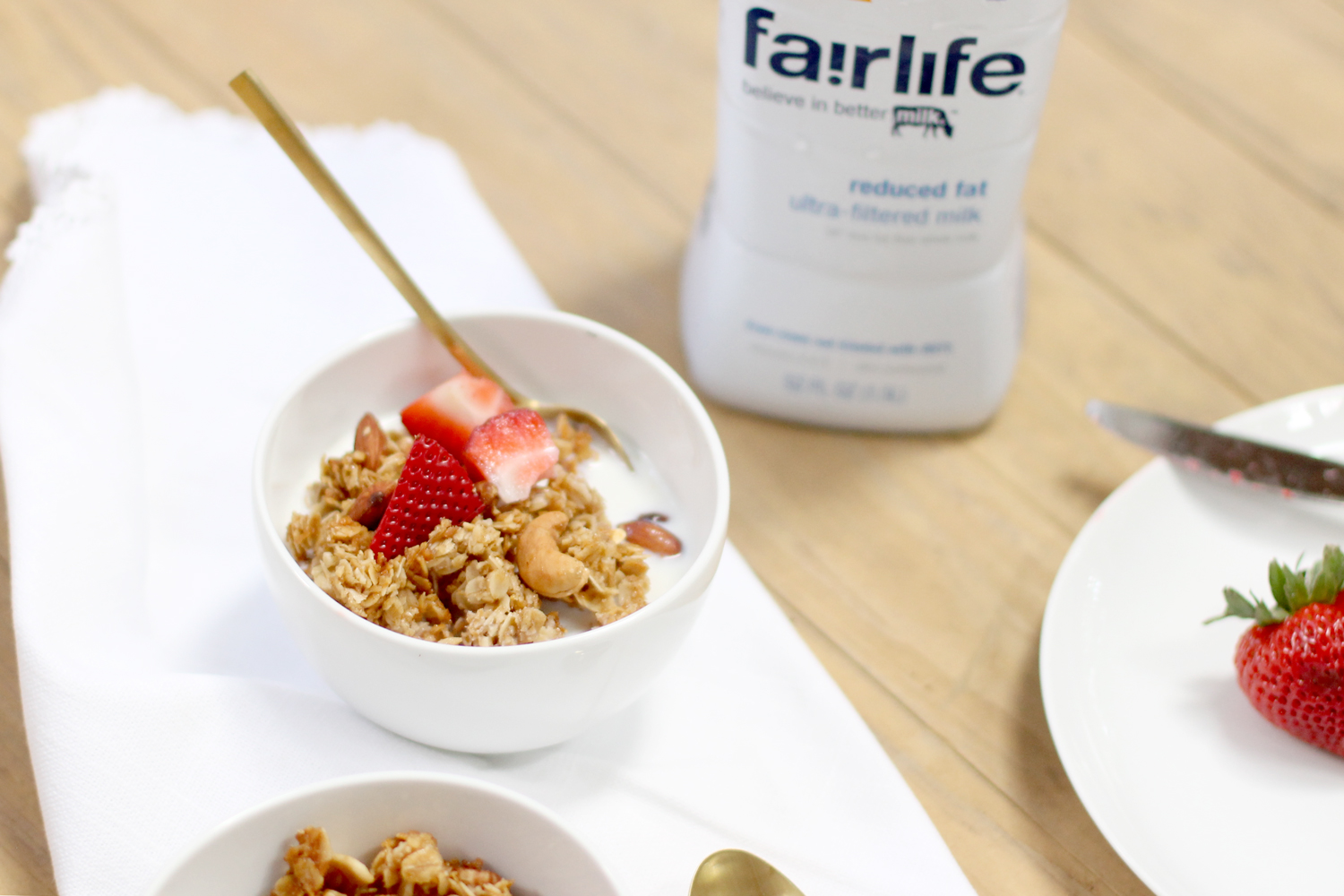 How-to-Make-Classic-Nutty-Clumpy-Classic-Granola-and-Fairlife-Milk---Strawberries---glitterinc.com
