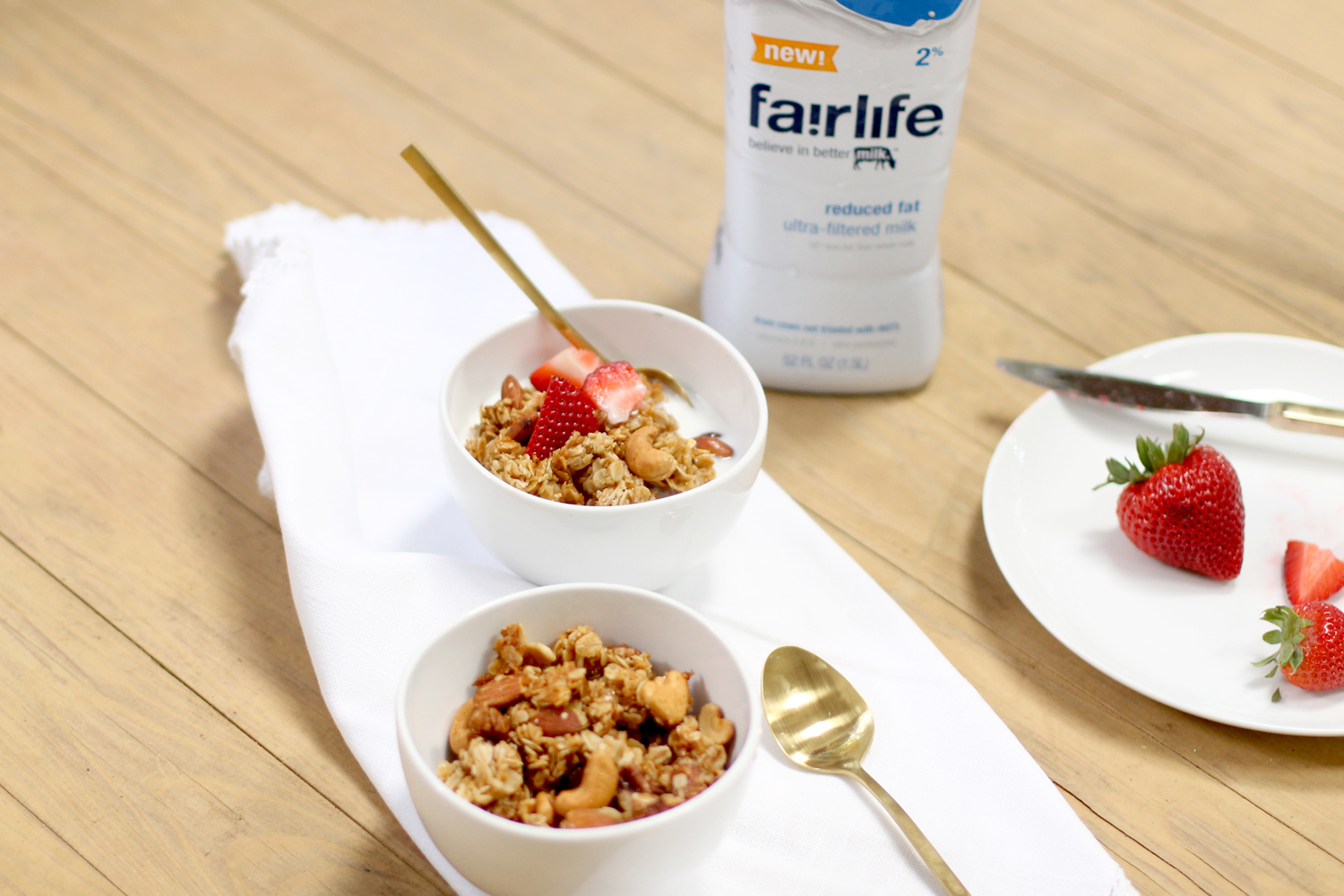 How-to-Make-Nutty-Clumpy-Classic-Granola-Cereal-and-Fairlife-Milk---glitterinc.com
