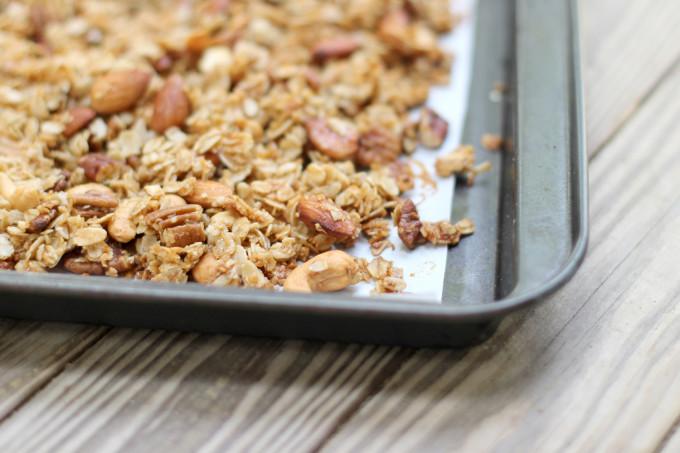 How-to-Make-Nutty-Clumpy-Classic-Granola---glitterinc.com
