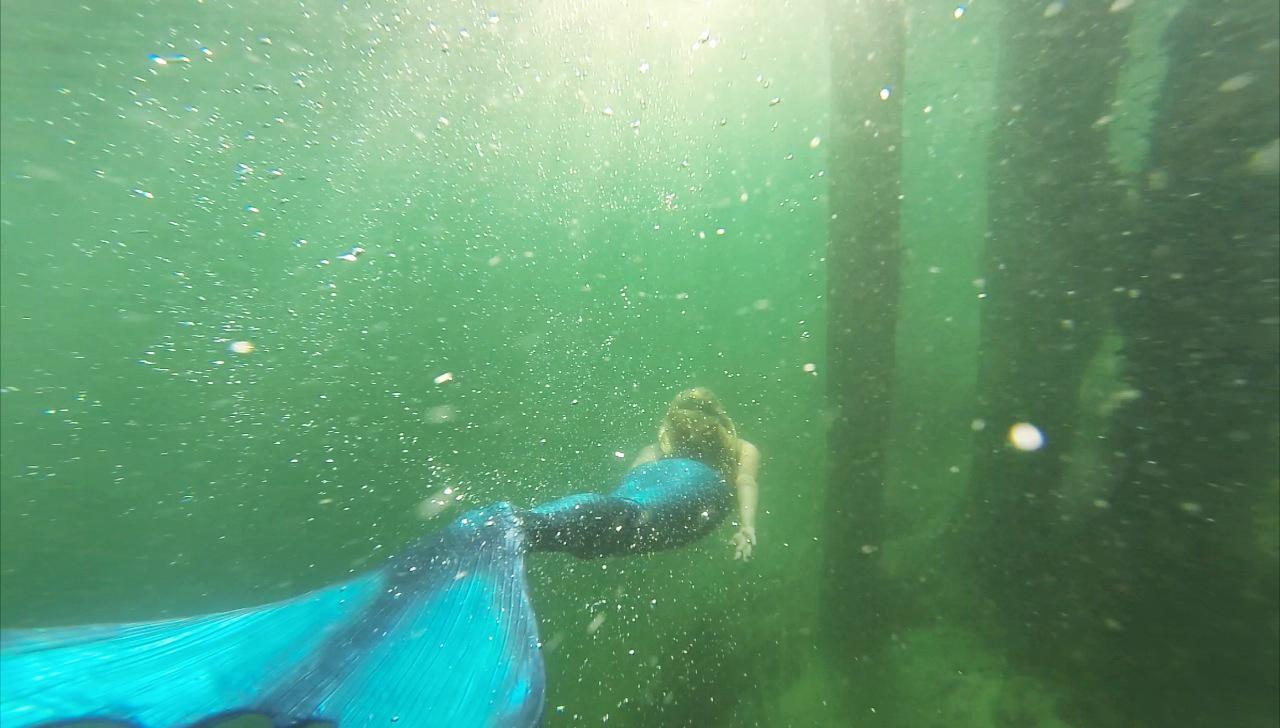 Mermaid-Under-Water-Photo-Shoot---neoprene-tail---glitterinc.com