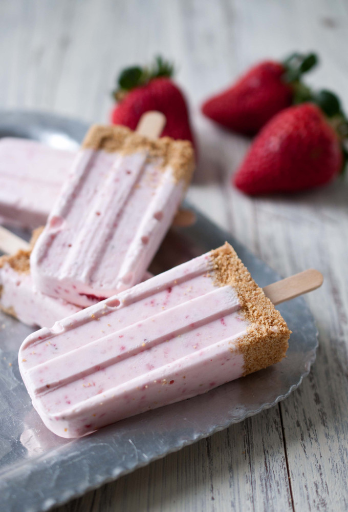Strawberry-Cheesecake-Popsicles