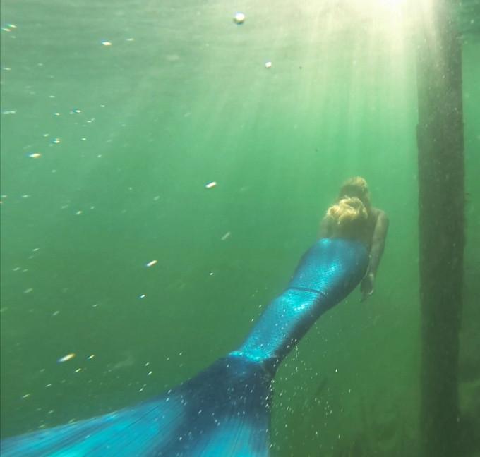 Underwater-Mermaid-Photo-Shoot---neoprene-tail---glitterinc.com