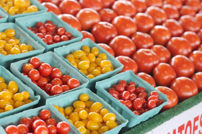 farmers-market-tomatoes---glitterinc.com