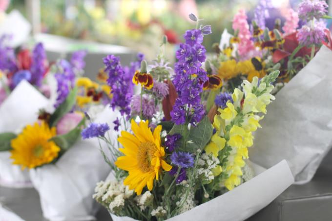 flowers-bouquets-farmers-market---glitterinc.com