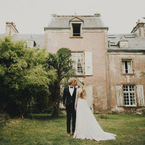 france-wedding-lace-sleeved-backless-dress