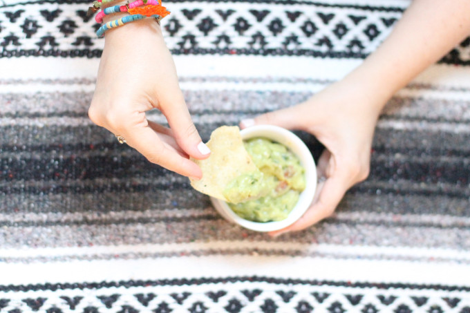 Mexican-Blanket-Tortilla-Chips-and-Salsa-Guacamole---glitterinc.com