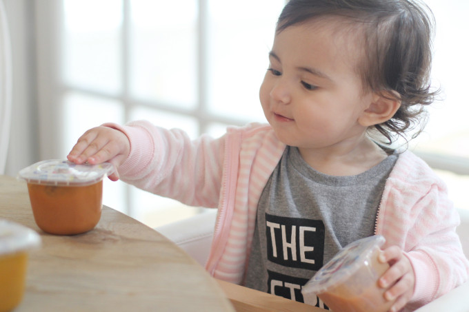 Scarlett-Gerber-Lil-Bits---Transitioning-Baby-to-Solid-Foods---glitterinc.com