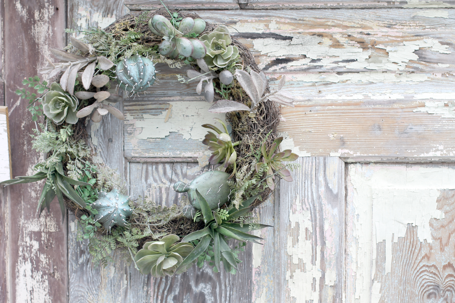 Summer-Wreath-Farm-Door---Vintage-Village-Raleigh---glitterinc.com