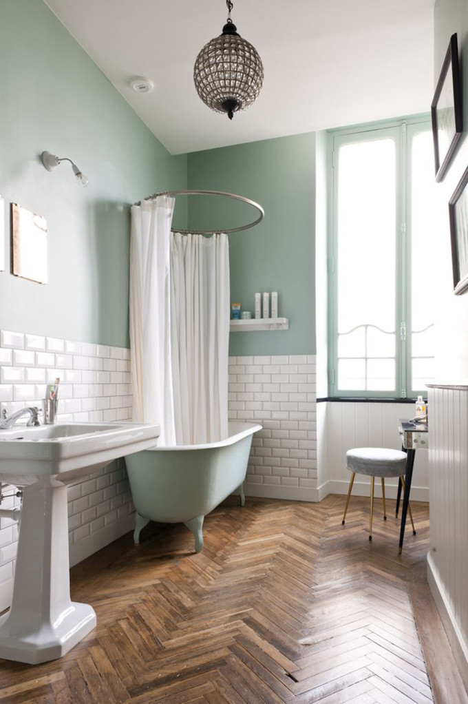 french-apartment-bathroom-subway-tiles