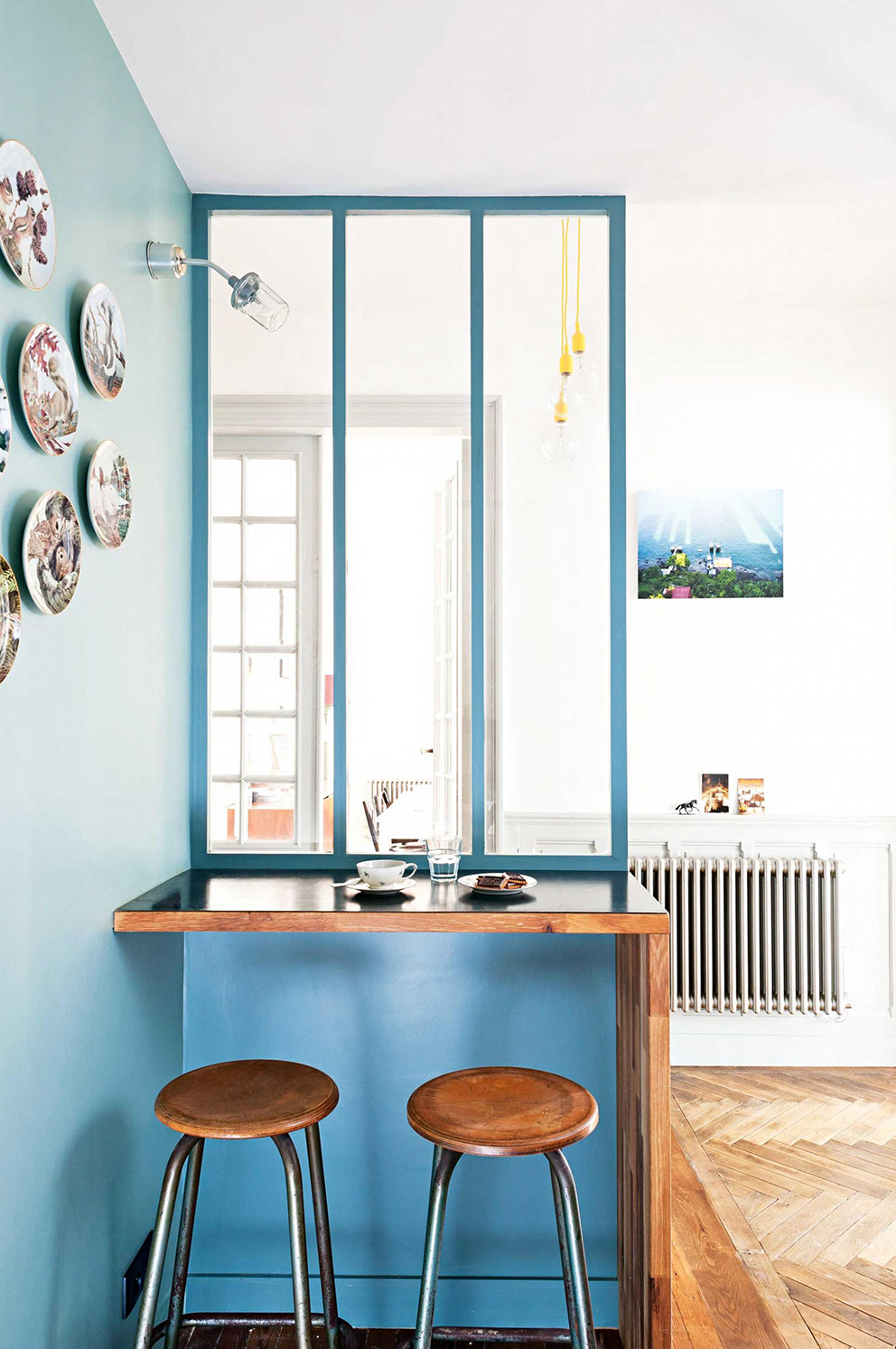 french-apartment-blue-kitchen-barstools