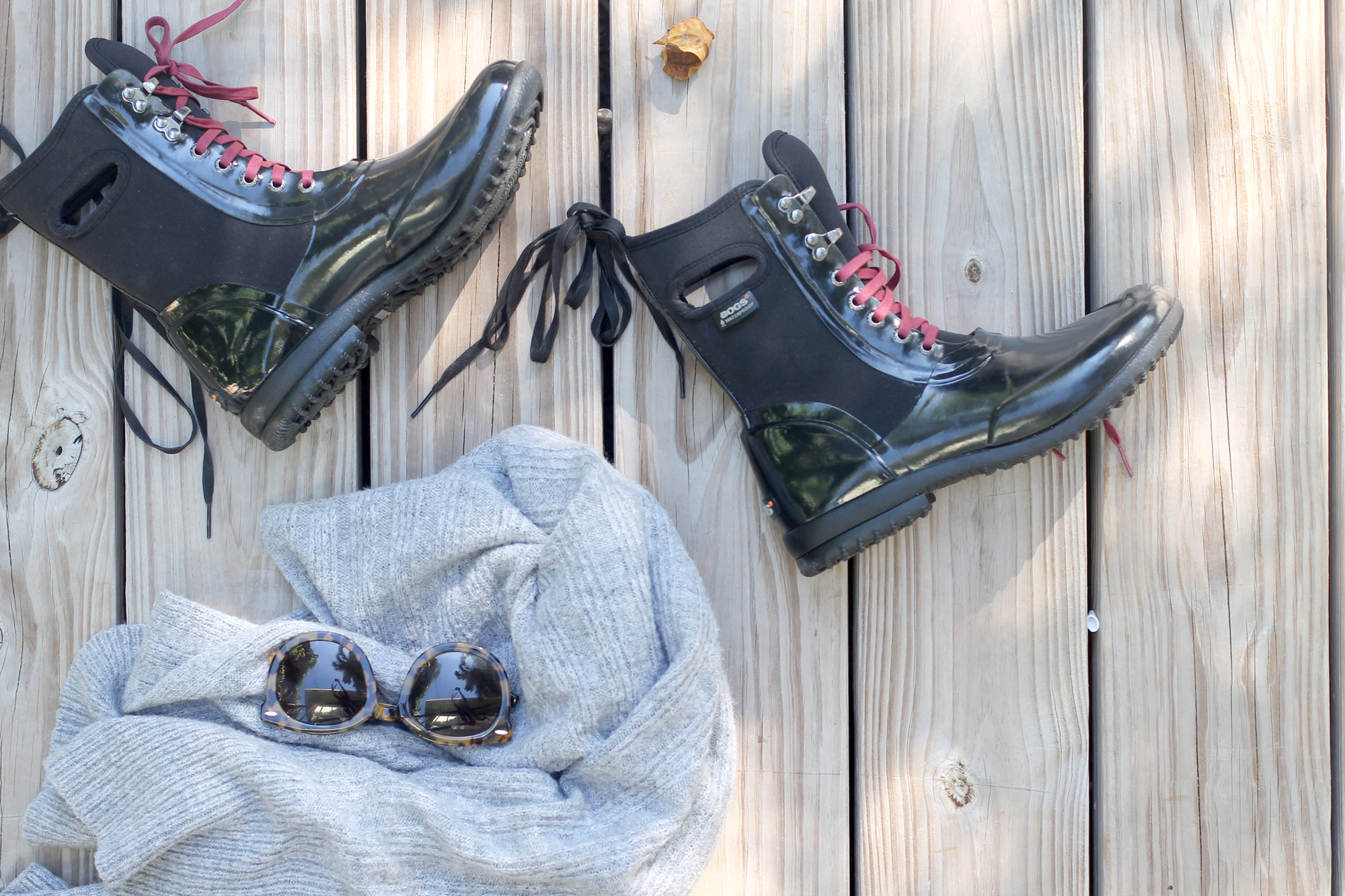 Bogs-Black-rubber-rain-boots---fall-sweater