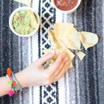 cover-Mexican-Blanket---chips-salsa-guacamole---party-bracelets---glitterinc.com