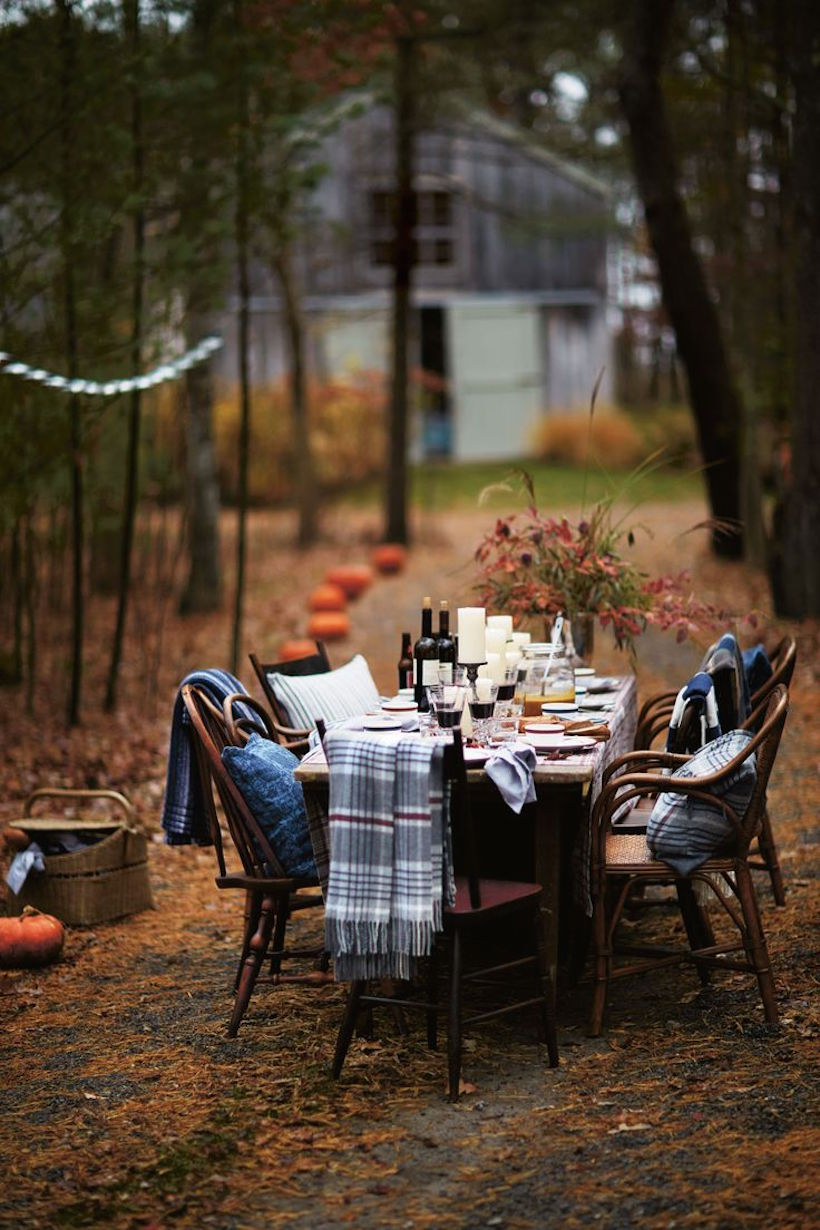 One gorgeous outdoor fall dinner party (this set-up would be perfect for Thanksgiving!)