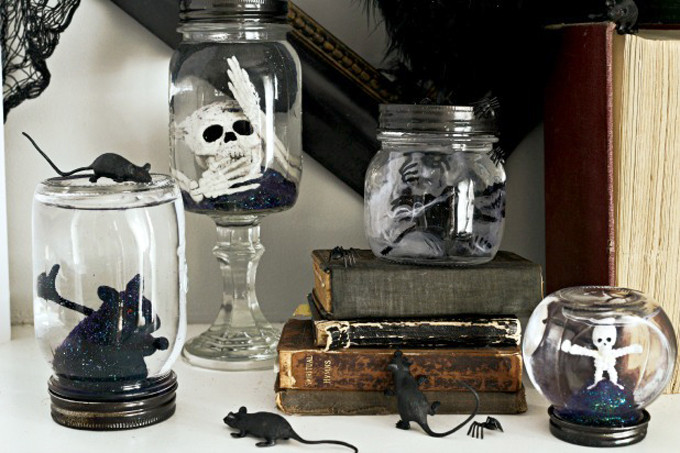 DIY Spooky Halloween Mason Jar Snow Globes