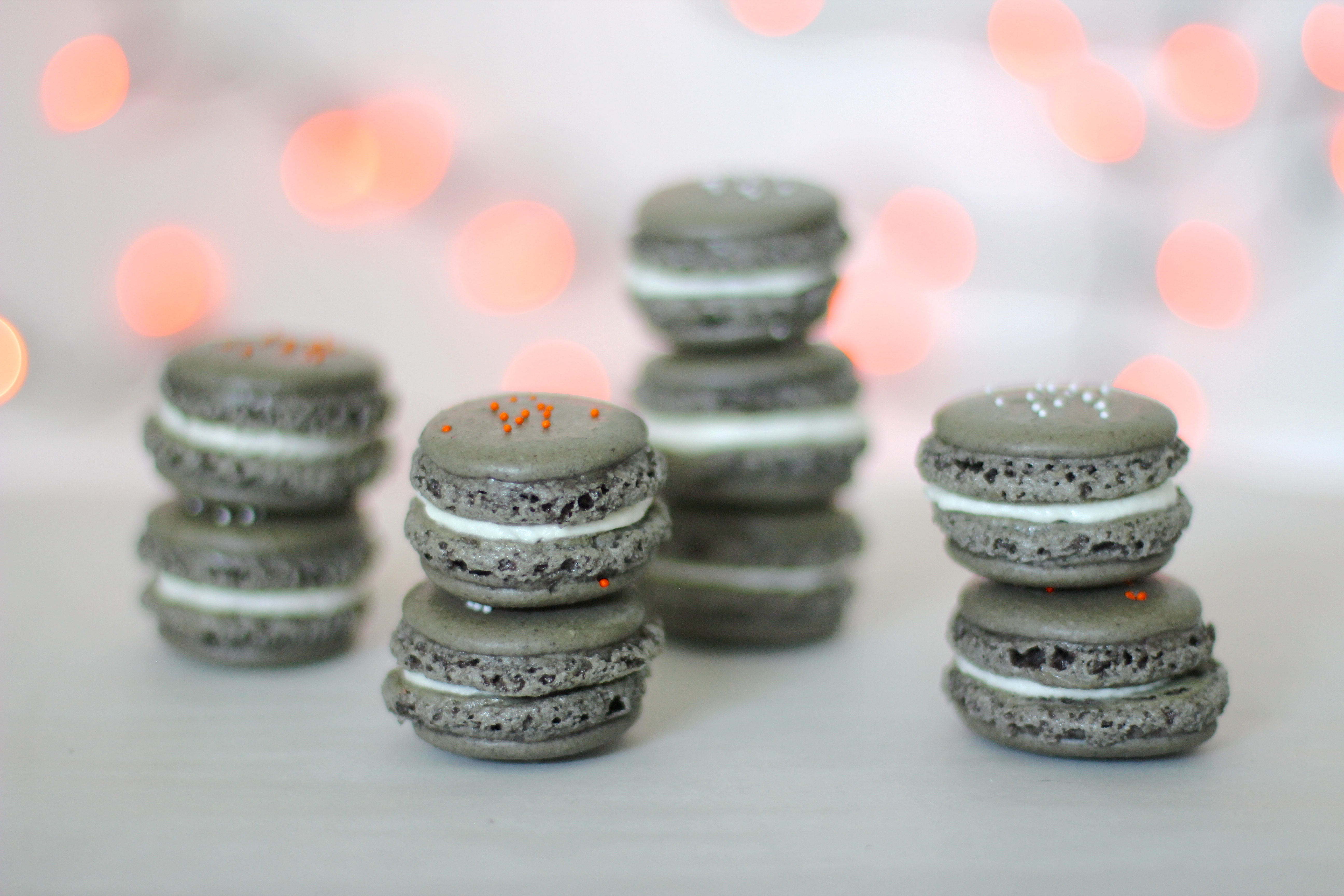 How to Make Oreo Macarons (Perfect for Halloween!) Click through for the details. | glitterinc.com | @glitterinc
