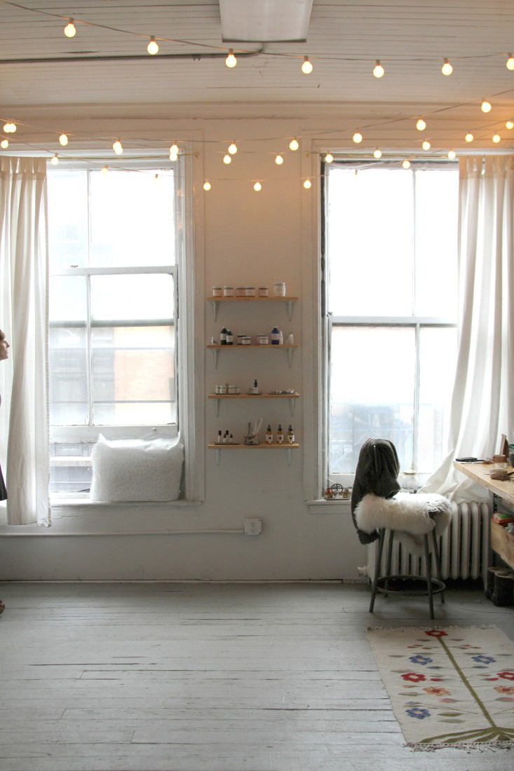 Indoor hanging globe lights are a fun and inexpensive way to add light to any room. | glitterinc.com | @glitterinc