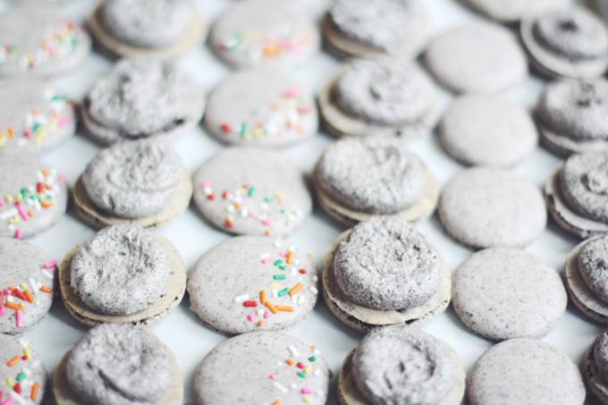 How to Make DIY Oreo Macarons. Click through for the details. | glitterinc.com | @glitterinc