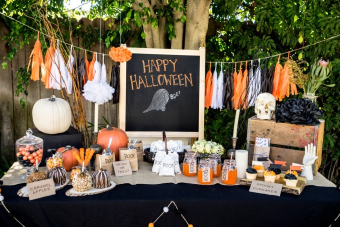 Outdoor Halloween Party Table