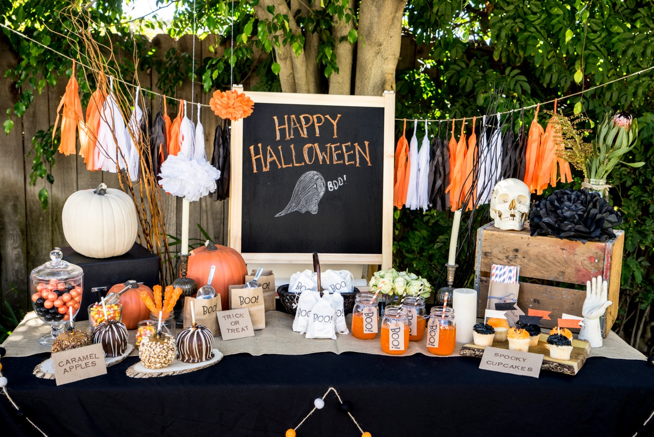 20 Stylish Halloween Décor and Party Ideas | Glitter, Inc.Glitter ...