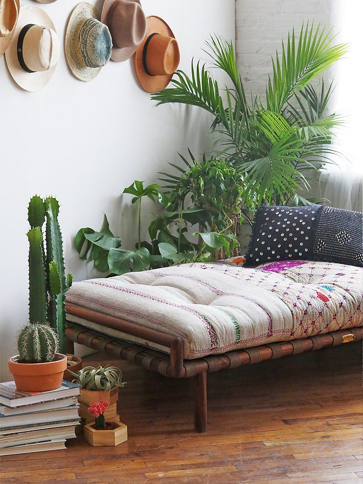 Interior design dreaming the daybed glitter inc for Bohemian style daybed