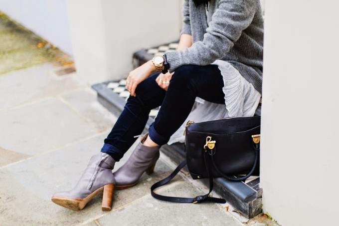 Notting Hill Street Style - outfit - sweater and boots