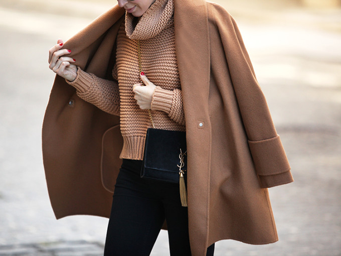 camel coat and chumky knit crop sweater street style fall winter