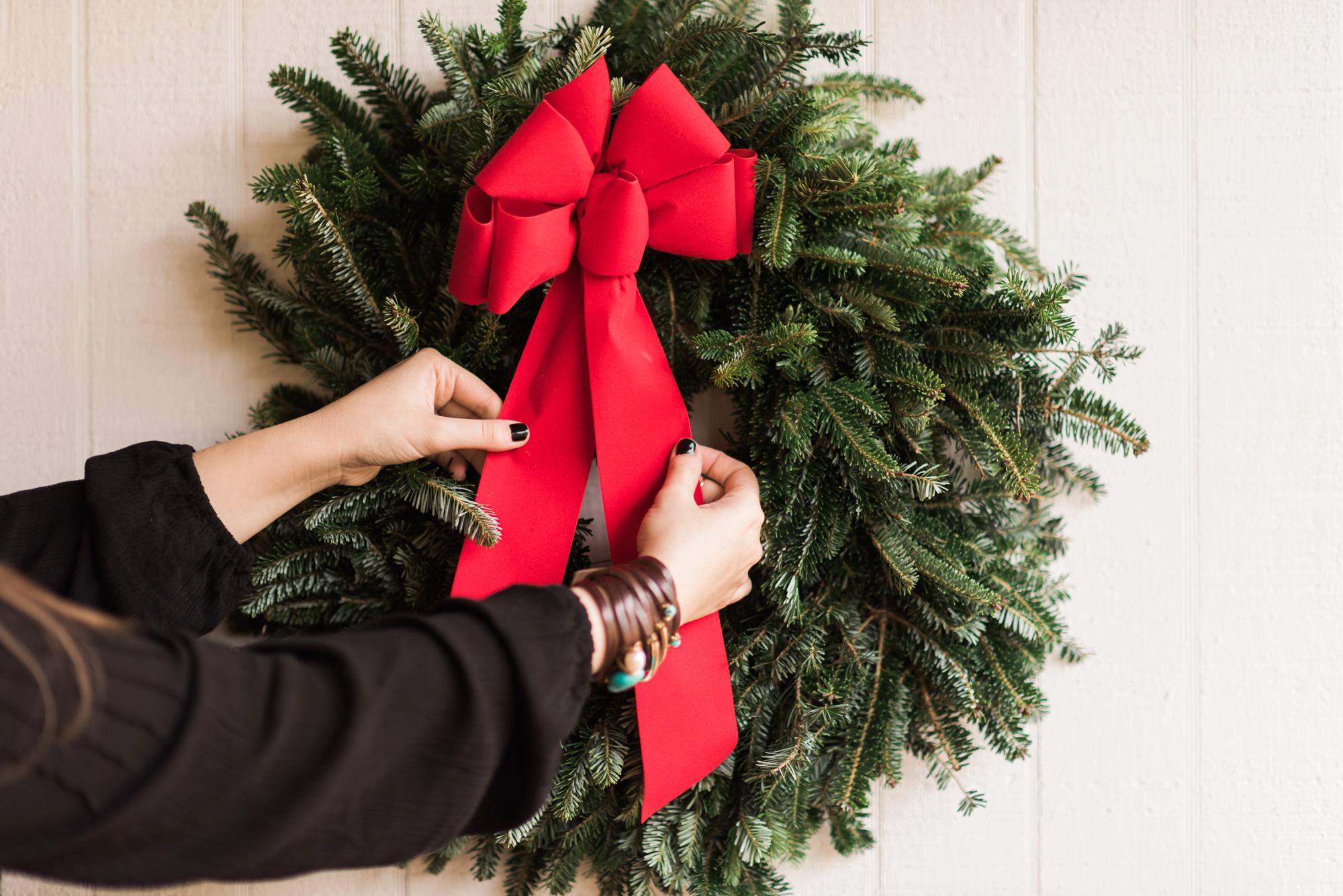 Holiday Family Photo Shoot - Christmas Wreath