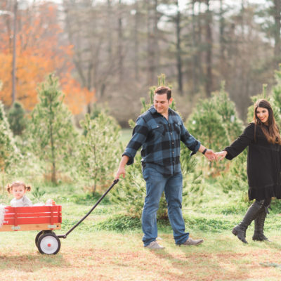 How to Survive a Holiday Family Photo Shoot {+ Our Trip to the Christmas Tree Farm}