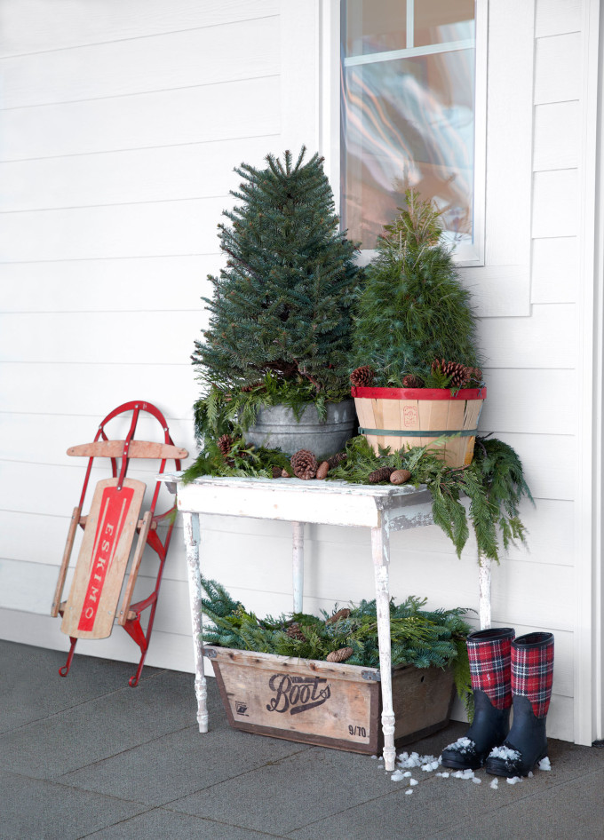 Mini Christmas Trees and Trimmings on the Front Porch for the Holidays