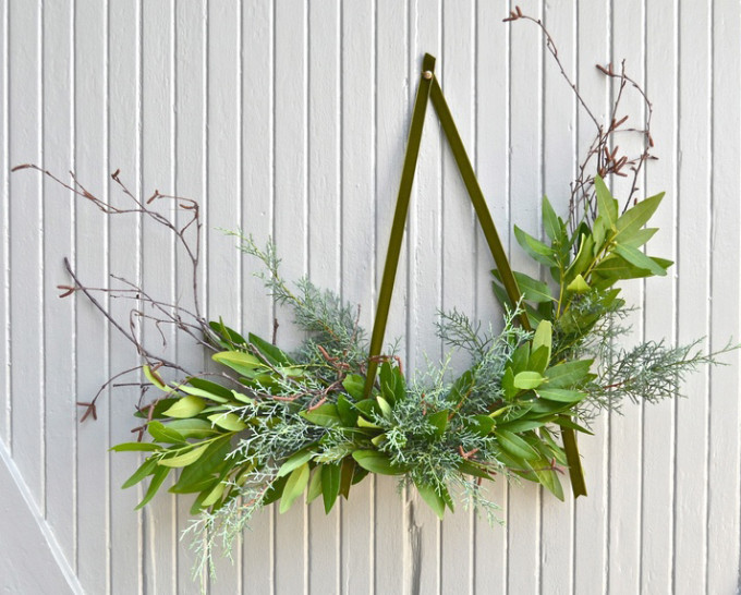 15 Natural Unique Wreaths for the Holidays and Christmas with plenty of options to shop or DIY.   glitterinc.com   @glitterinc