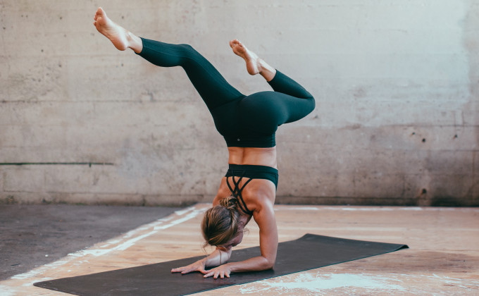 10 of the best FREE online workouts you can do at home (and still feel like you've kicked some butt for the day!) Click through for the details. | glitterinc.com | @glitterinc