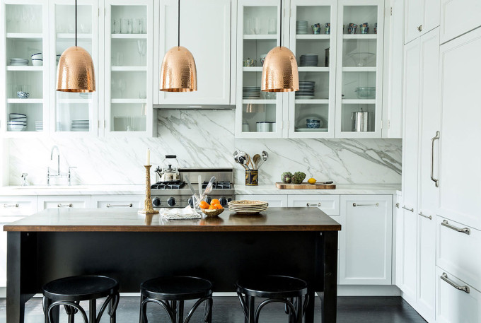 How to Style Copper in the Kitchen: Copper Hanging Pendant Lamps in a White Kitchen
