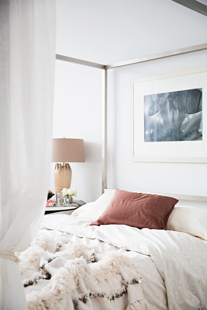 A mostly white Morocco-inspired home (you're going to love!) and how to get the look. - bedroom and moroccan wedding blanket