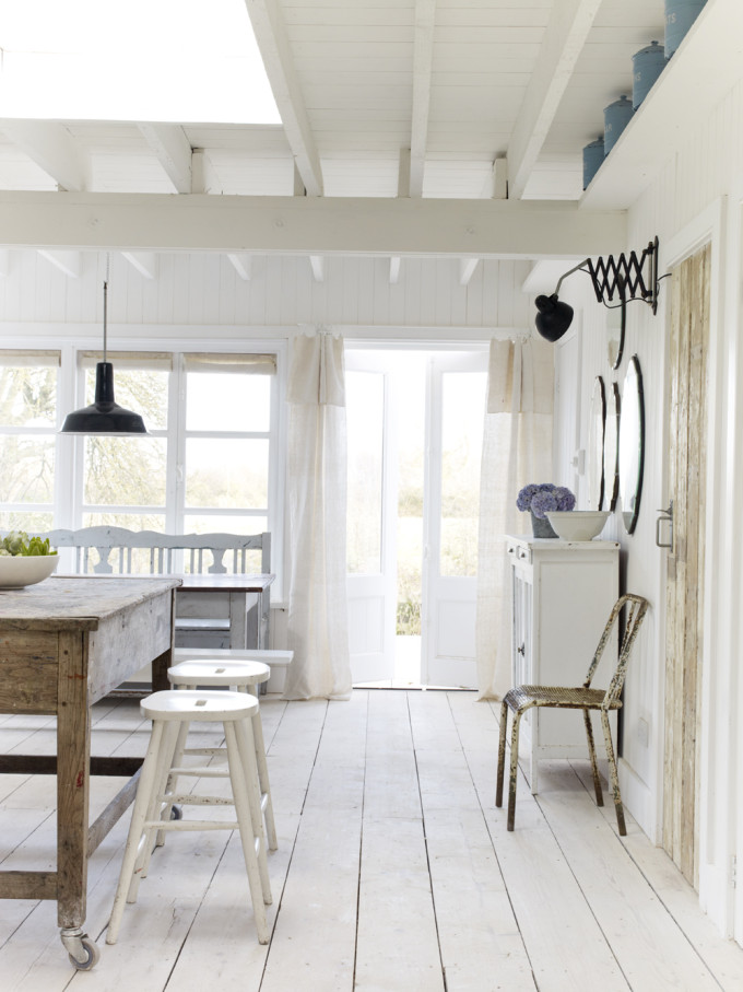 Take a tour of the gorgeous White Cabin in the village of Winchelsea, a beach town in East Sussex, South England. - Rustic Kitchen
