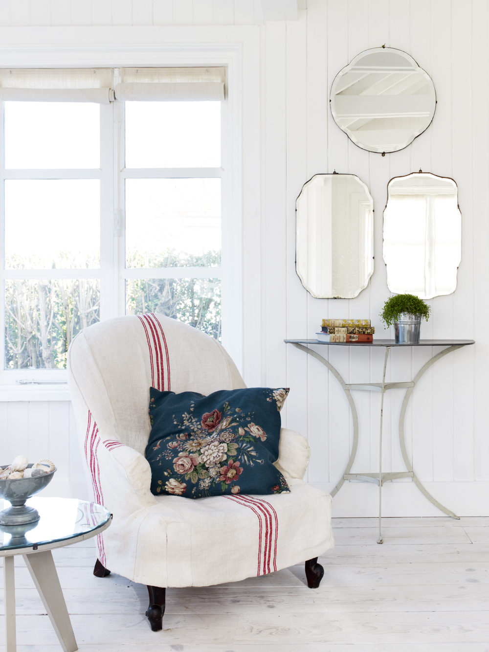 Take a tour of the gorgeous White Cabin in the village of Winchelsea, a beach town in East Sussex, South England. - Living Room Mirrors