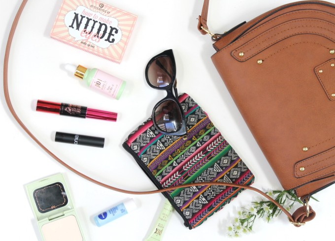 How to Get the Festival Back-to-Nature Beauty Look - What's in My Bag