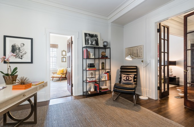 A Modern Manhattan Apartment with a Key to Gramercy Park