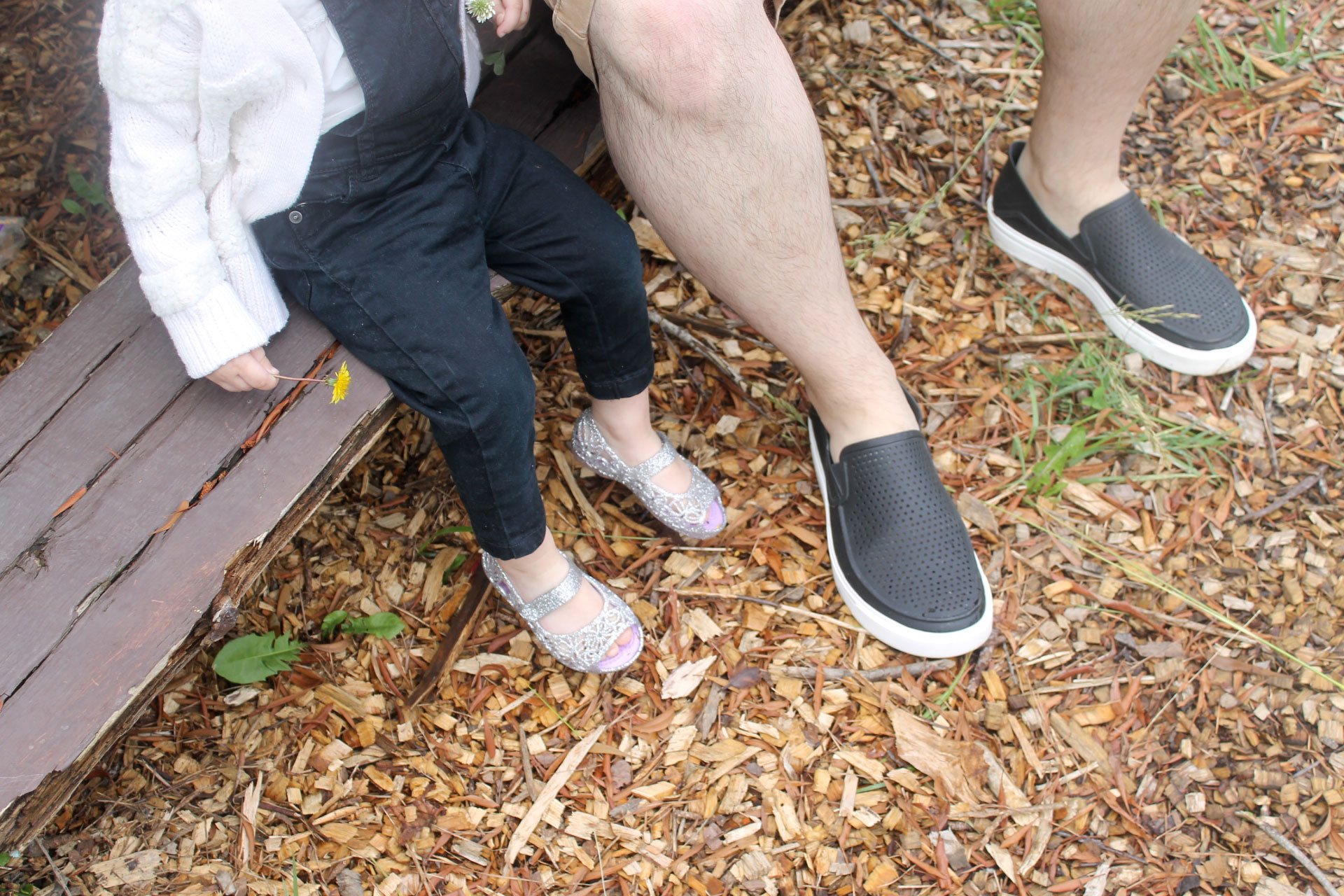 Scarlett-Everly-and-her-Daddy-in-Crocs