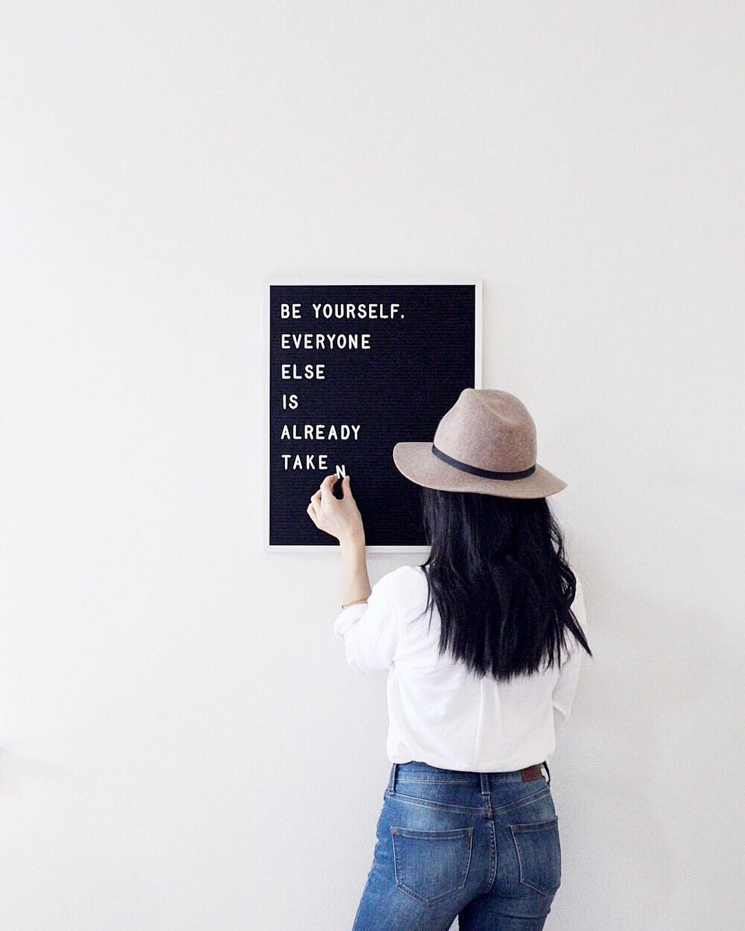 The Coolest Customizable Art: Felt Letter Boards and Black Light Boxes, plus where to buy them. (Be Yourself Letterboard Felt Sign)