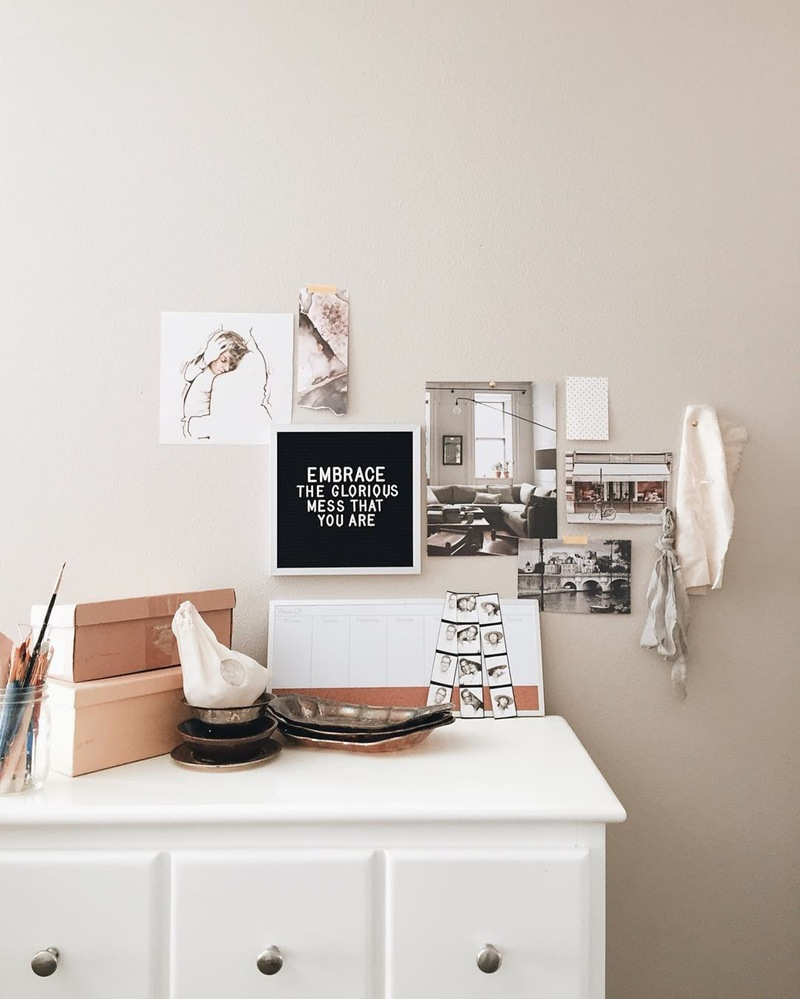 The Coolest Customizable Art: Felt Letter Boards and Black Light Boxes, plus where to buy them. (Embrace the Glorious Mess Felt Letterboard Sign)