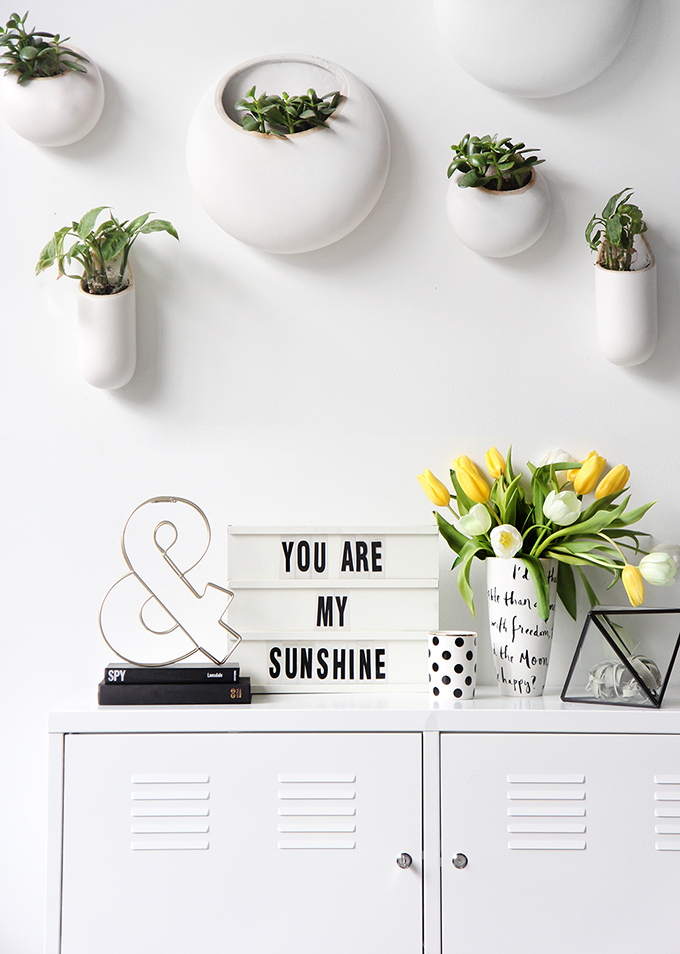 The Coolest Customizable Art: Felt Letter Boards and Black Light Boxes, plus where to buy them. (You Are My Sunshine DIY Light Box)