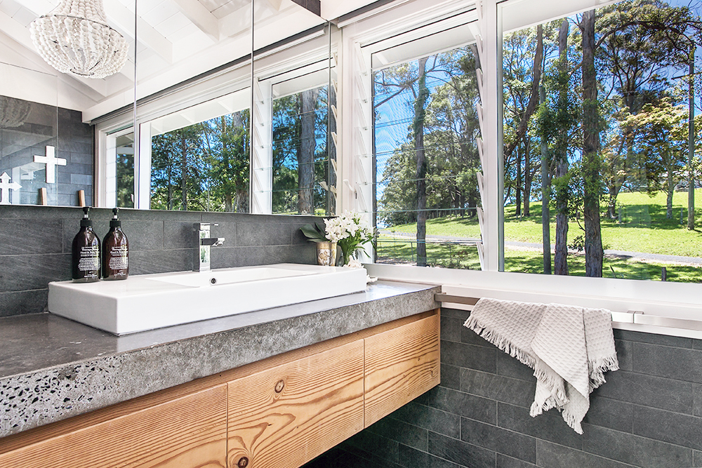 Step inside one very cool bohemian beach home in Australia. (That also happens to be a rental and an event venue!) - Bathroom Design
